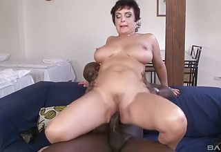 Mature cougar rides a long firm Rosy cigar while Her mammories Juggle