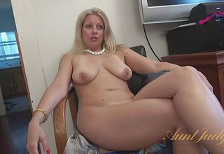 Mature Wonderful cougar Unclothes Down and Milks with a fake man meat