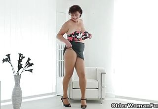 Euro milf Musa gives her Rosy fuck hole a screw stick treat