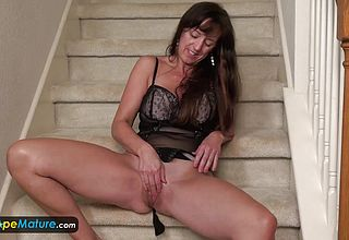 EUROPEMATURE astounding Grannie Rose solo Getting off