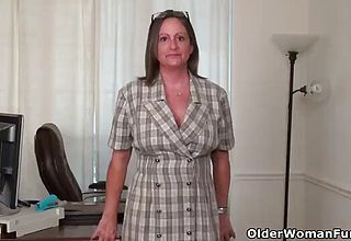 Yankee milf mary Wana takes off off And plays at the office