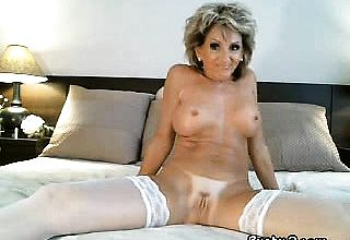Super supah scorching cougar Puts a fake cum shotgun in her rump