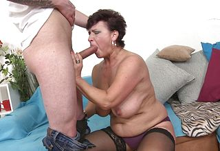 Teenager Dude loves pulverizing the Brief Haired mature Bbw