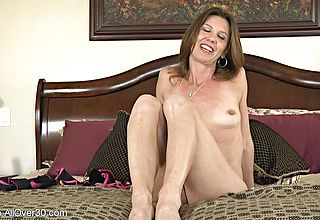 Super uber cute Cougar appetizing Labia Needs Some rigid core Plowing Now