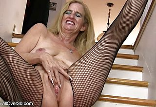 Saggy Funbags Mature Stunner Fingers in fishnets