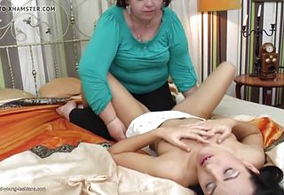Supreme Mommy Seducing young damsel
