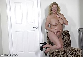 Wool coated meat fuck hole Opening up by Mature ash light haired Gilf in fever