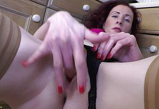 Ugly curly Haired Superslut Thumbs Her mature Fuckbox All alone